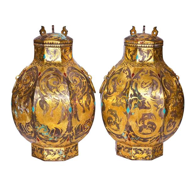 Diamond chips, gold, turquoise and agate decorate this pair of Tang Dynasty vessels, or Zun.  Gianguan Auctions Lot 172.  $800,000-$1,500,000.