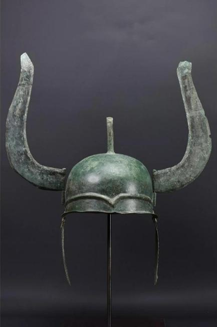 Greek bronze winged helmet, Late Classical of Chalcidian type, circa 400 BC, heavy sheet metal with cheek-pieces, plume-holder, and distinctive wings.  Ex Axel Guttmann collection.  Estimate £40,000-£60,000 ($49,000-$73,600)