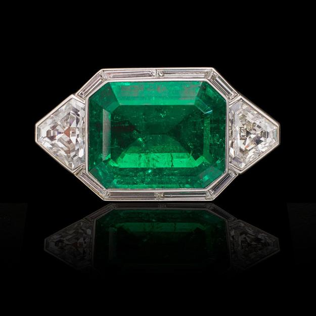 Lot 2427 Magnificent Unenhanced Classic Columbian Emerald Approx.  29 cts.  Sold for: $1,030,000