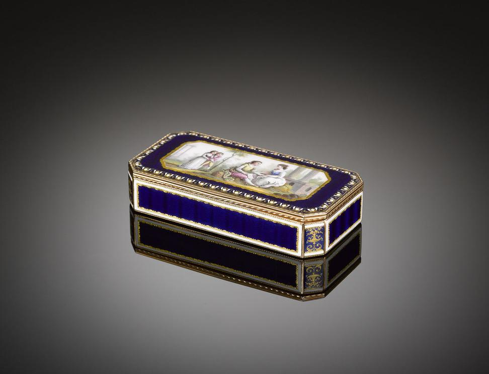 The French were famed for their magnificent snuffs, including this example boasting royal blue guilloché enamel