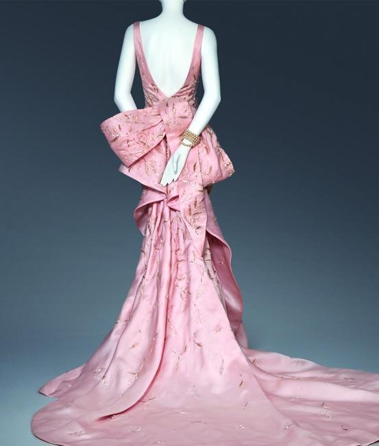 Savannah College of Art and Design (SCAD) will debut SCADfash, a preeminent fashion museum in Atlanta.  Inaugural exhibition to feature designs by Oscar de la Renta, Peter Copping.