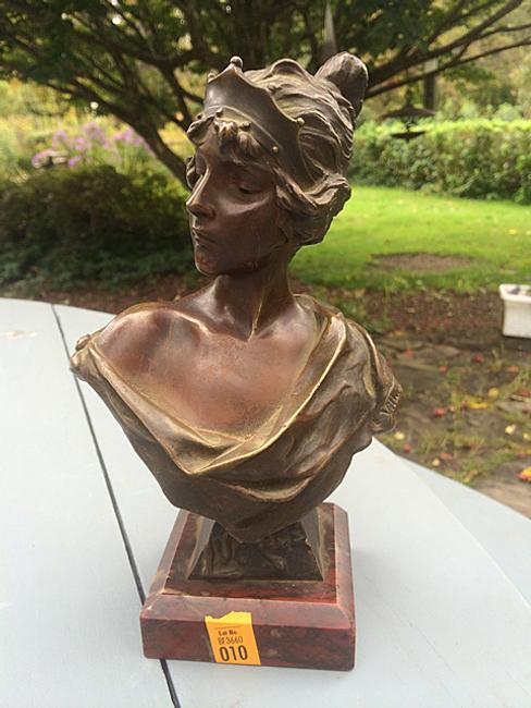 This bronze bust of a woman by the French artist Emmanuel Villanis (1858-1914) sold for $1,000 at an on-site auction held Nov.  1st in Goshen, Conn.