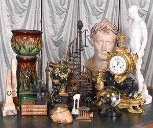 The auction is packed with nearly 800 lots, including a fine selection of library accoutrement, sculpture and garniture.