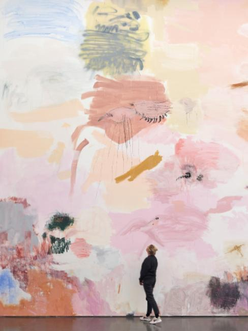 Megan Rooney, Fire on the Mountain (detail), 2019.  Acrylic, pencil, pastel, wall paint on wall 800 × 1,700 cm (315 × 669 1/4 inches).  Courtesy DREI, Cologne.