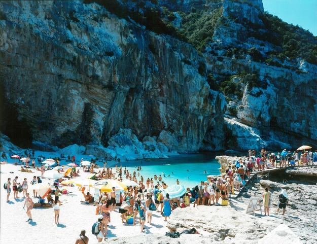 Massimo Vitali, Cala Mariolu Coda, 2014, lightjet print from negative scan on photographic paper, Diasec mount with wooden frame, 180 x 220 cm, courtesy the artist and Ronchini Gallery