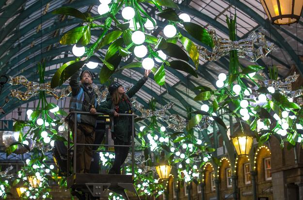 "Covent Garden ""Meet Me Under The Mistletoe"""