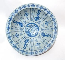 Japanese blue and white porcelain wash basin from the early-to-mid 20th century, 18 ¼ inches in diameter, featuring an exquisitely painted dragon on the tondo.