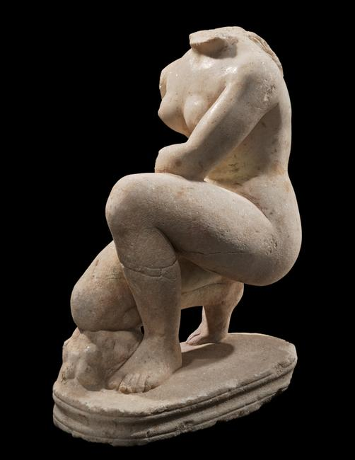 Ariadne Galleries will exhibit a Roman statue, Crouching Venus.