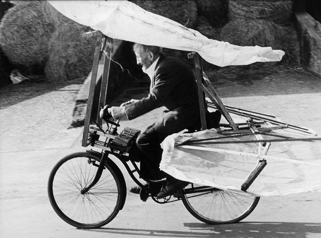 Photo by Stefan Hartmaier.  Gustav Mesmer (1903–1994) on his flying machine, Buttenhausen, Germany 1990.  © Courtesy Stefan Hartmaier/Gustav Mesmer Foundation