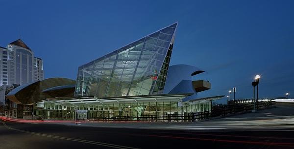 Taubman Museum of Art.  Architect: Randall Stout Architects, Inc.).  Photos: Timothy Hursley.