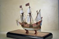 Ship Model Miniature HALF MOON c.1609