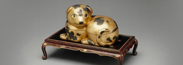 Dog-shaped Box on a Low Table, late 17th - mid-18th century, Wood covered in lacquer.  Musée national des Châteaux de Versailles et de Trianon Repro.  Credit: Photo: Thierry Ollivier.  © RMN-Grand Palais / Art Resource, NY