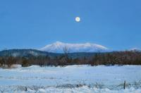 "Cindy House, Moon Over Mount Mansfield, pastel on paper, 6"" x 10"""