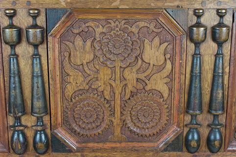 Sunflower chest, detail, circa 1690, Wethersfield, Connecticut, oak, pine, maple, Part of collection at Mission House, MH.F.A.7