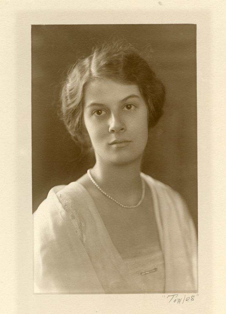 Ruth Wales du Pont as a young woman.