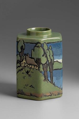 Vase painted by Sara Galner, a Saturday Evening Girl (collection of the Museum of Fine Arts)