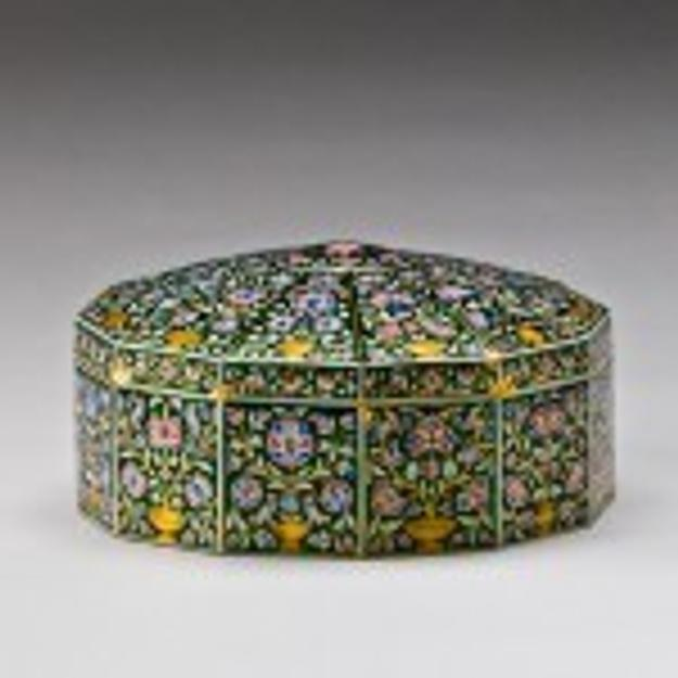 Returning to India is an 18th-century ornately patterned gold with enamel pandan box, described as being of Mughal origin (purchased by the museum in 2008).