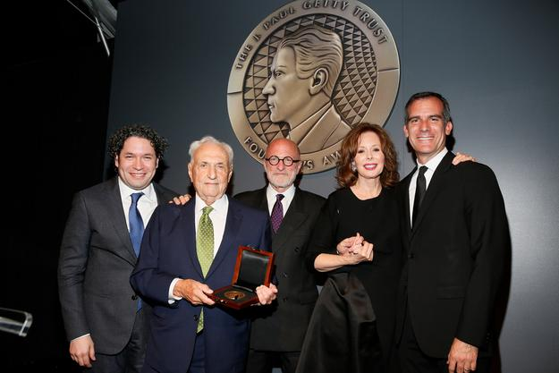 The 2015 J.  Paul Getty Medal Dinner honoring Frank Gehry.  From left, Conductor Gustavo Dudamel; honoree Frank Gehry; James Cuno, president and CEO of The J.  Paul Getty Trust; Maria Hummer-Tuttle, chair of the J.  Paul Getty Trust Board of Trustees, and Eric Garcetti, Mayor of the City of Los Angeles at the J.  Paul Getty Medal Dinner on Monday, September 28, 2015, in Los Angeles, Calif.