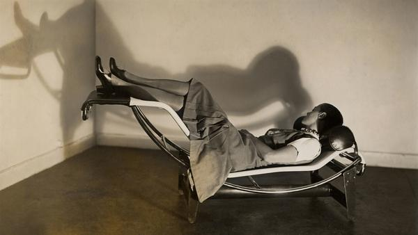 Charlotte Perriand in a rocking lounge chair, B306, (1928-1929) – Le Corbusier, P.  Jeanneret, C.  Perriand, about 1928 © F.L.C.  / ADAGP, Paris 2019 © ADAGP, Paris 2019 © AChP