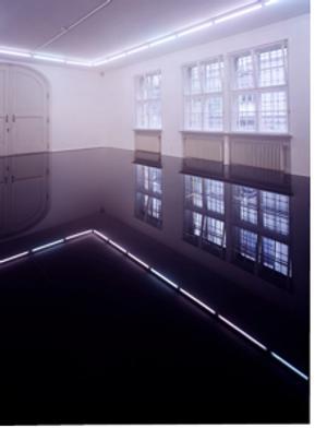 Image: Haraguchi Noriyuki, installation view of Untitled at Städtische Galerie im Lenbachhaus, Munich, 2001.  Steel, used motor oil, 7 1/8 x 133 7/8 x 275 5/8 inches (18 x 340 x 700 cm)