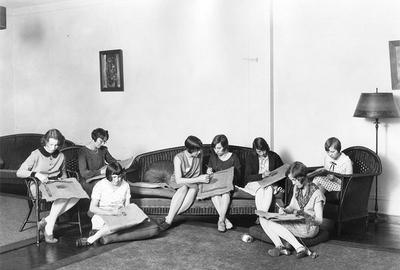 Women work on hooked rugs in 1929 | Nazmiyal