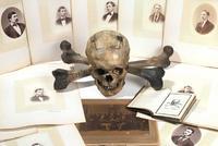Skull and Bones, Yale.