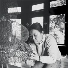 Ruth Asawa works on a crocheted-wire sculpture in her living room, ca.  1976.  Ruth Asawa works on a crocheted-wire sculpture in her living room, ca.  1976.  Photo by Allen Nomura.