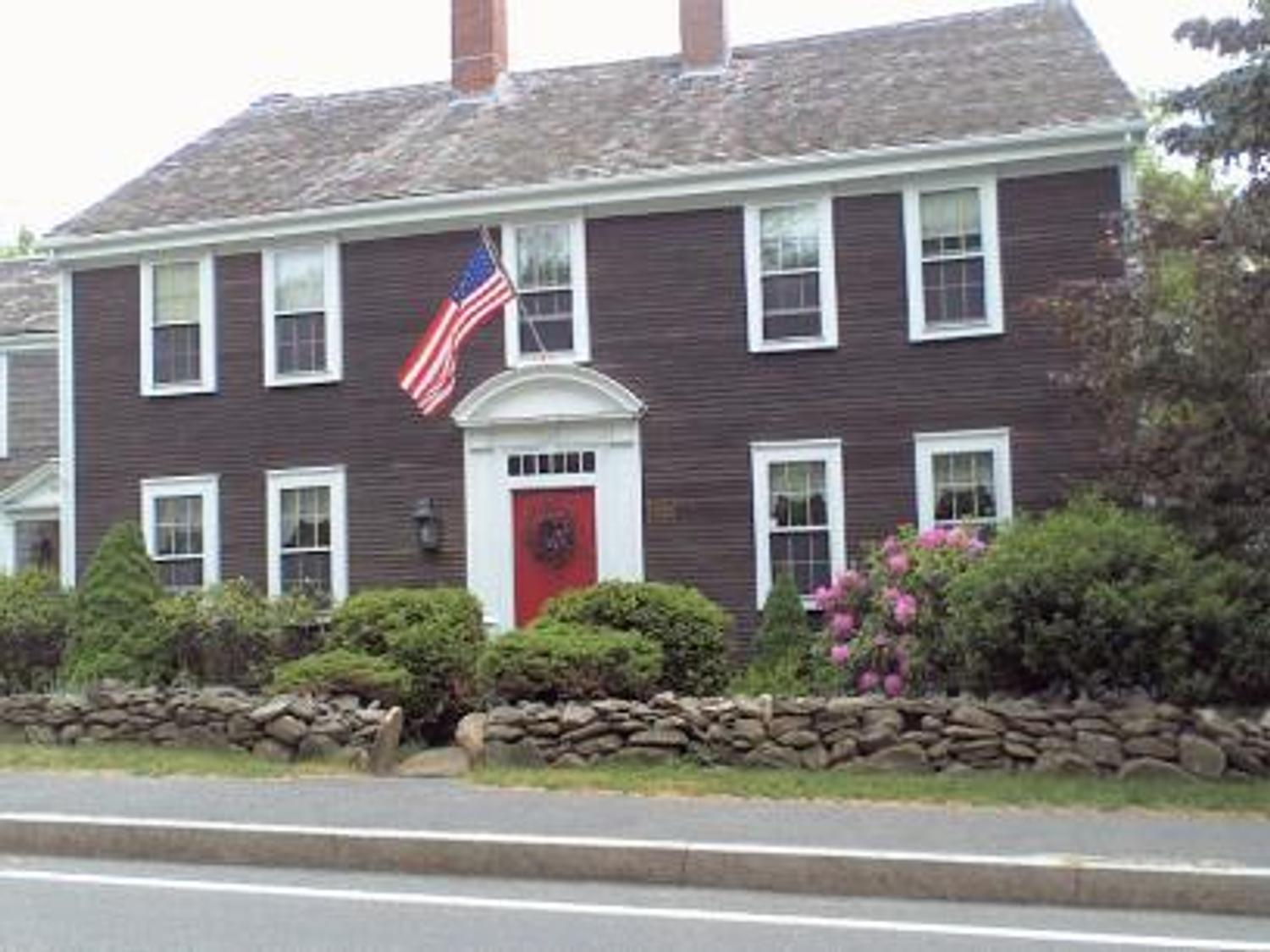 Crocker tavern house a colonial treasure for sale on cape for Colonial cape