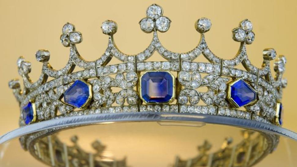 The 11.5cm (4.5in) wide coronet is mounted with 11 sapphires, which are all set in gold, with diamonds set in silver.