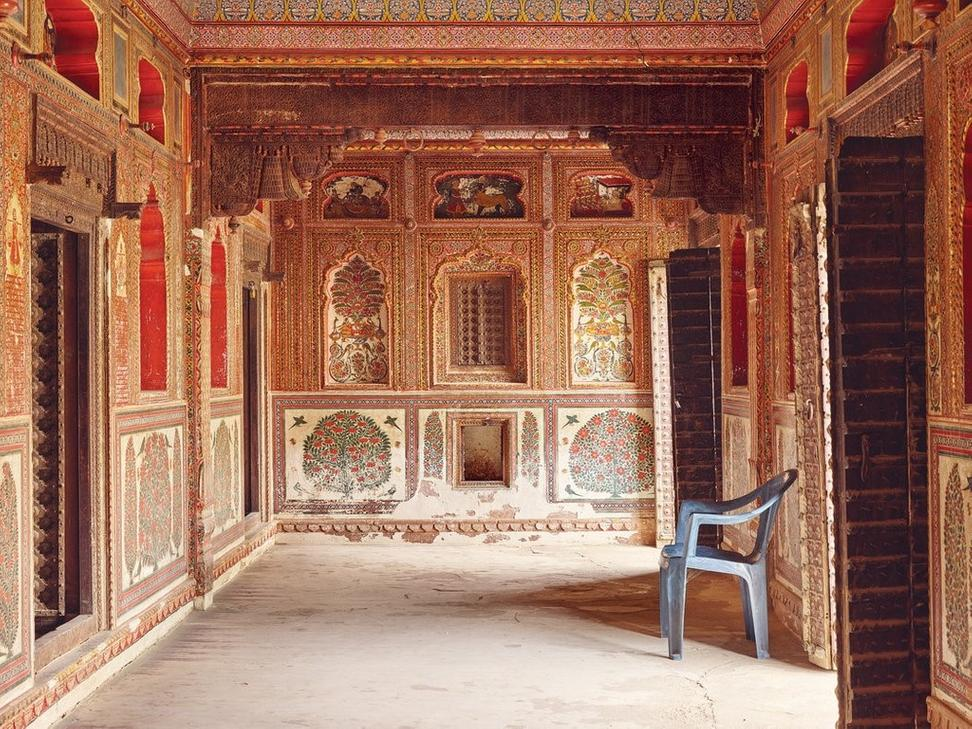 Built in the 1840s, Sone-Chandi ki Dukan in the village of Mahansar is brilliantly painted with scenes from Hindu mythology, including the lives of Rama and Krishna.