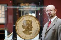 Dorotheum expert Michael Beckers with the world's largest gold coin.
