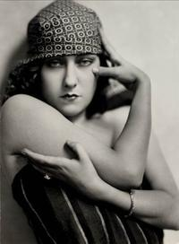 Nickolas Muray, Gloria Swanson, c.  1925, gelatin silver print, George Eastman House, International Museum of Photography and Film, Rochester, New York, Gift of Mrs.  Nickolas Muray, © Estate of Nickolas Muray.