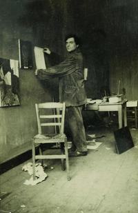 Modigliani in his studio, photograph by Paul Guillaume, c.1915 ©RMN-Grand Palais (musée de l'Orangerie) I Archives Alain Bouret, image Dominique Couto