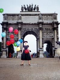 Richard Avedon, Audrey Hepburn with Balloons, Funny Face, 1957.  Funny Face © Paramount Pictures.  All rights reserved.  On view at Bibliothèque Nationale de France, Oct.  18, 2016–Feb.  26, 2017.