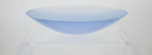 Fred Eversley | American, b.  1941 | Blue Para, 2004 | Cast polyester resin | 20 x 20 x 6 inches | Muscarelle Museum of Art | Photo: Maria Larsson