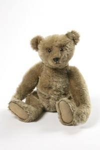 Teddy Bear manufactured by Margarete Steiff ca.  1906-1910.  Stuffed and sewn mohair plush.  Bequeathed by Miss Z.  N.  Ziegler.(c) Victoria and Albert Museum, London