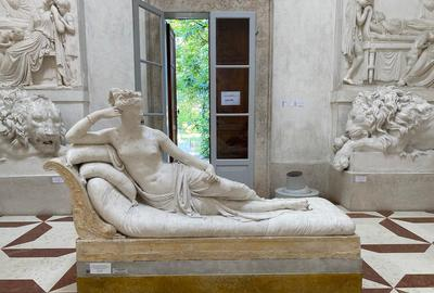 The damaged statue is the original plaster cast used to make a marble statue of Paolina Bonaparte (in Borghese Gallery, Rome).