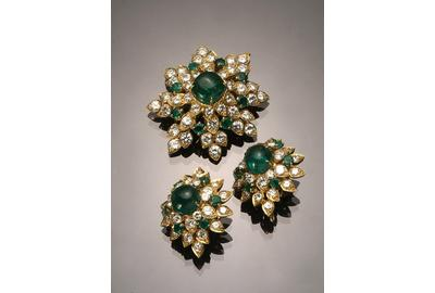 A 18-karat yellow-gold, emerald and diamond floral-form three piece ensemble by Van Cleef & Arpels realized $41,125.