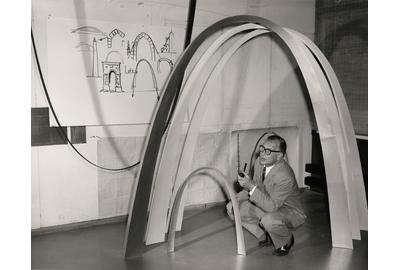 Eero Saarinen with models of the Gateway