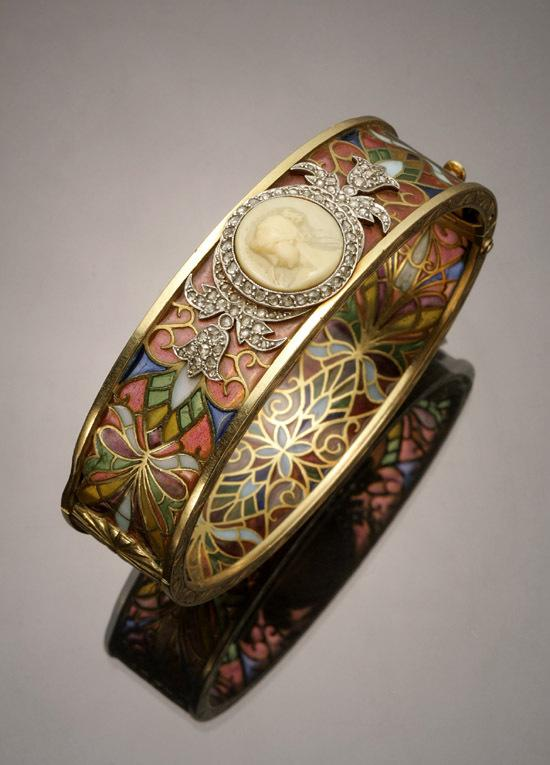 An Art Nouveau Tested 18-Karat Yellow-Gold, Platinum, Diamond, Plique-à-jour and Cameo Bangle Bracelet, Masriera Y Carreras