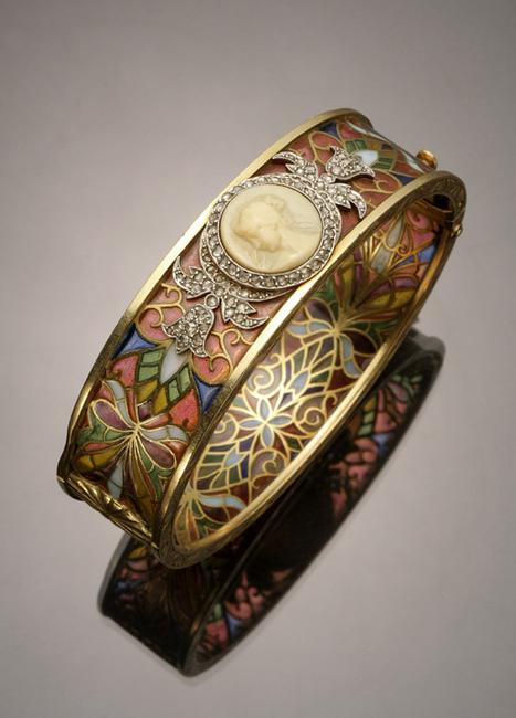 An Art Nouveau Tested 18-Karat Yellow-Gold, Platinum, Diamond, Plique-à-jour and Cameo Bangle Bracelet, Masriera Y Carreras ($3,000-$5,000)