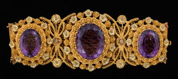 Artist Unknown, France, Bracelet, 1820–30, amethysts and gold; Petit Palais, Musée des Beaux-Arts de la Ville de Paris, ODUT 01955; © Petit Palais / Roger-Viollet.  See Bijoux Parisiens: French Jewelry from the Petit Palais, Paris at Joslyn Art Museum, June 4–September 10, 2017