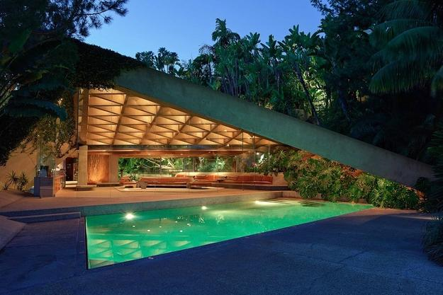 The James Goldstein House, designed by John Lautner.  (c) Jeff Green.