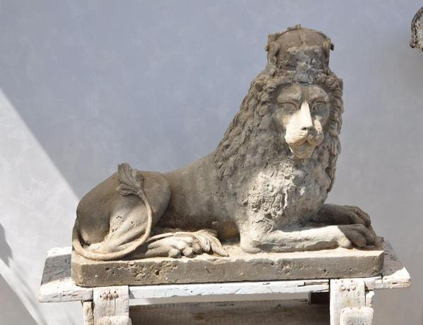 French Country UK sold several pieces, including a French 17th-century stone lion with a regal crown from a chateau in Burgundy, circa 1695.