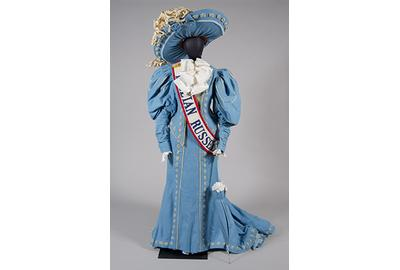 Robert Indiana, Costume for Lillian Russell in The Mother of Us All, 1976.  Felt with wire and parasol armature.  Collection of the McNay Art Museum, Gift of The Tobin Endowment.  © 2013 Morgan Art Foundation, Artists Rights Society (ARS), New York