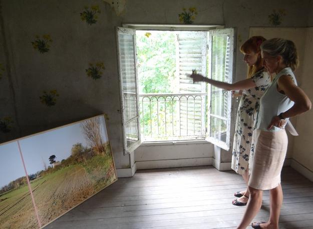 Predoctoral fellow Kathleen Reinhardt (left), of the Freie Universität Berlin, and an advisor review artwork at the 2012 Terra Summer Residency, in Giverny, France.  Photo: Mads Vonli.
