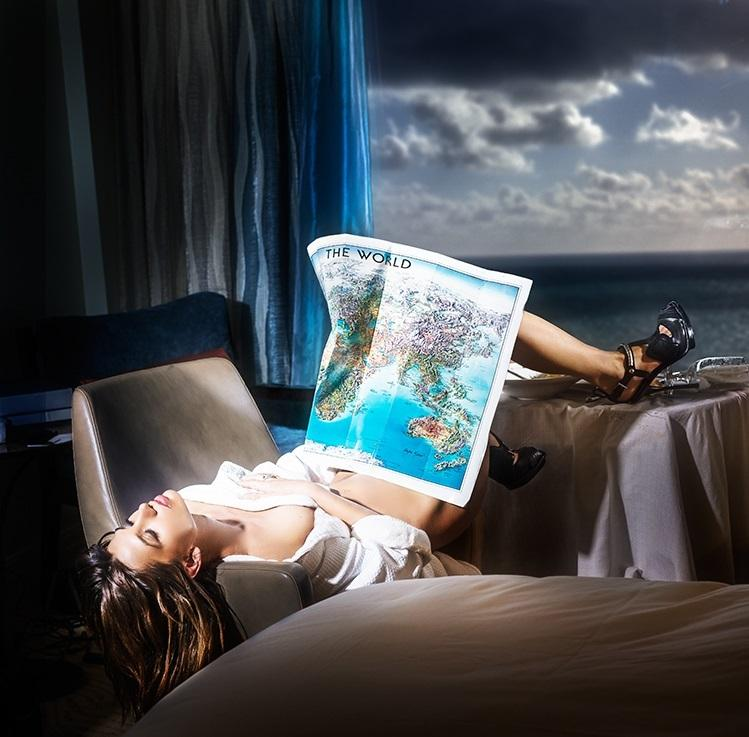 David Drebin (B.  1970 - ), Dreaming the World, 2015, Lightbox