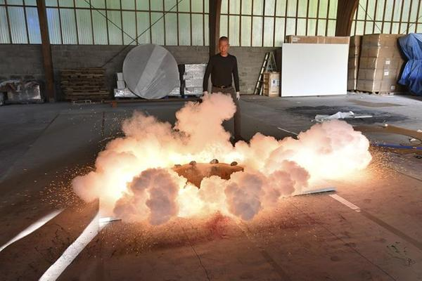 Creation of a gunpowder work.  Photo by Kazuo Ono, courtesy Cai Studio