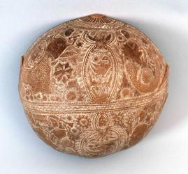 Calabash bowl, Surinamese, before 1831.  Carved calabash rind encrusted with white clay.  Völkerkundemuseum Herrnhut (Herrnhut Museum of Ethnology), 66395