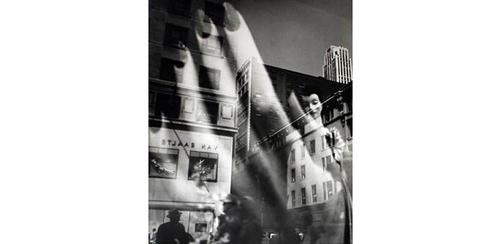 Lisette Model, Reflections, NYC, Hand, 1939-45, Courtesy of Baudoin Lebon, Paris
